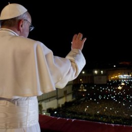 Recreando la consagración de un santo en vida (el Papa Francisco)