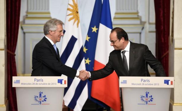 En su gira Vázquez y su par Hollande se reunieron en París. Foto: AFP.