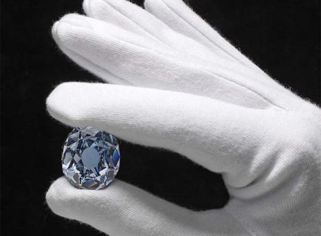 El sabio y el ignorante no podrían colocarse en un mismo rango, como tampoco la piedra preciosa y la piedra común pueden estar en un mismo lugar.