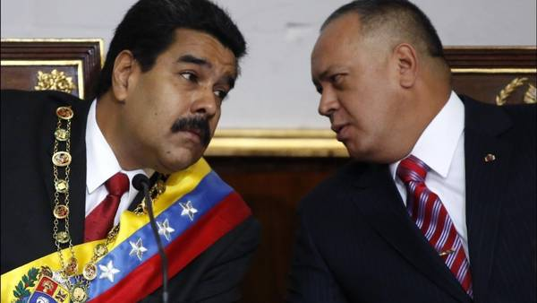 Nicolas-Parlamento-Diosdado-Cabello-AFP_CLAIMA20141228_0104_27