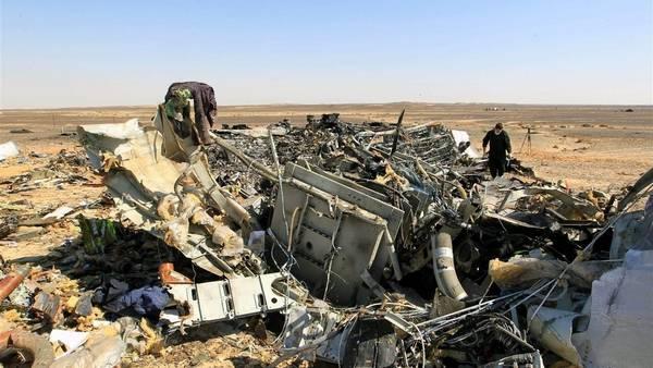 Restos del vuelo A321 que se estrelló en el Sinaí./ EFE