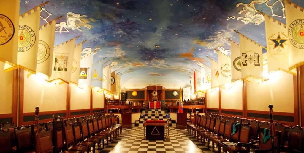 La expresión PROFANO, etimológicamente significa aquello que se encuentra fuera del Templo, sirve para denominar aquello que no ha sido, en virtud del rito, sacralizado.