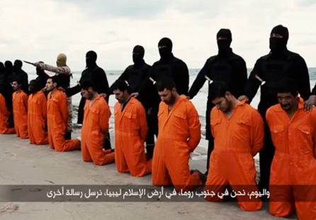 Extremistas en Libia que alegan lealtad al grupo Estado Islámico (EI) muestran una decapitación en masa.