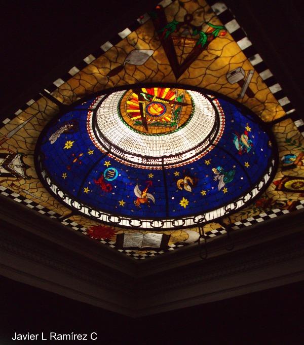 La palabra templo se asocia, pues, a la observación del movimiento de los astros.
