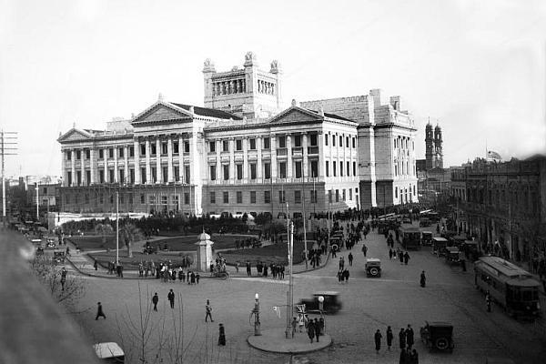 Palacio Legislativo. Montevideo, 1925. CDF