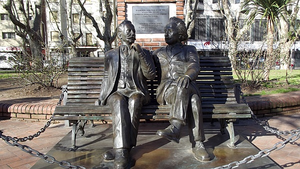 Monumento recordando el encuentro entre Einstein y Vaz Ferreira. 24 de abril de 1925, Montevideo, Uruguay - Wikipedia