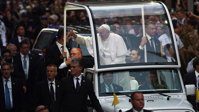 Nueva York: en la catedral de St. Patrick, el papa Francisco recordó en español la «vergüenza» de los abusos a chicos