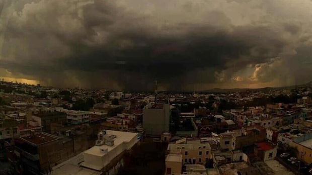 El mayor huracán de la historia golpea a un México en vilo total