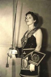 La historia de la Masonería operativa, no es del todo correcta porque existen documentos que prueban que, en casos aislados, las mujeres formaban parte de algunas logias operativas.