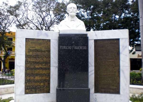 Monumento a Perucho Figueredo en el Parque Céspedes, Bayamo.